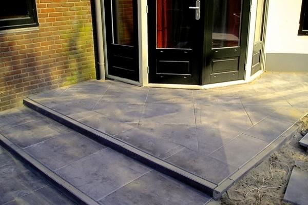 Trap van natuurstenen tegels in Haarlem