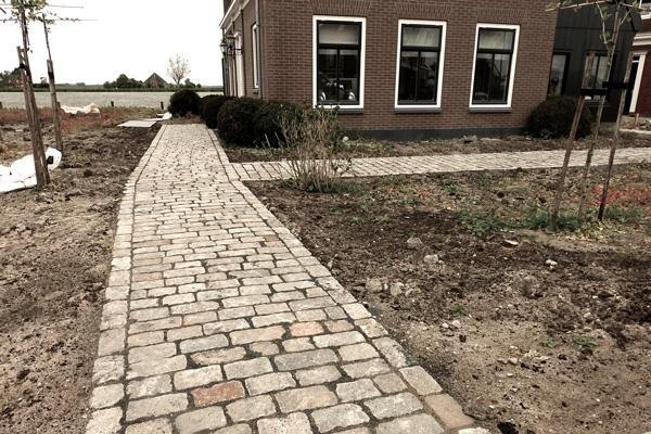 Bestrating van kasseien in Monnickendam