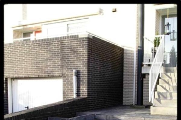 Trap van betonnen 50x50-tegels in Koog Zaandijk