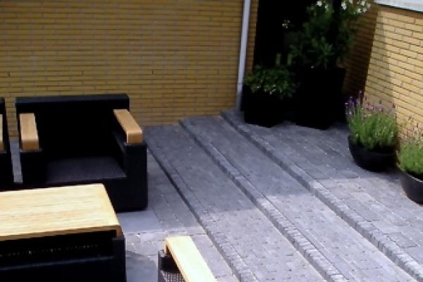 Trap van betonnen waalformaten in Purmerend