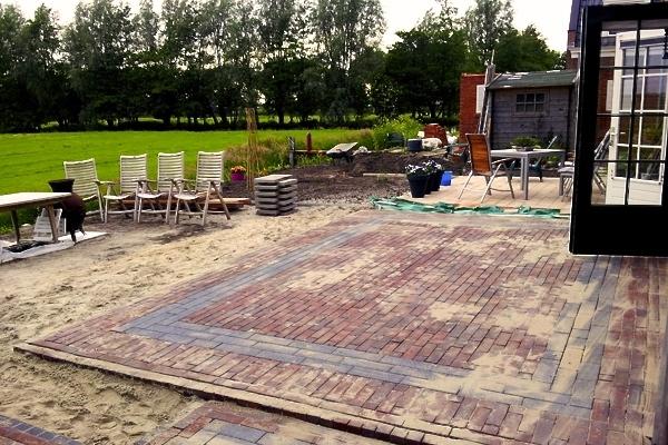 Terras van nieuw gebakken strakke walen in Oosthuizen